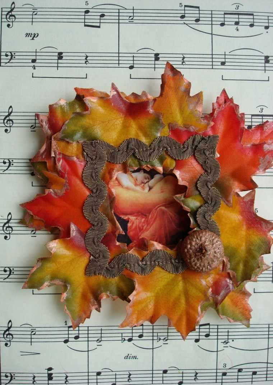 estupendo adorno hojas secas partituras