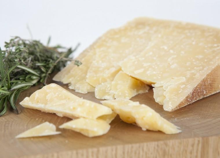 estupendo queso curado duro parmesano