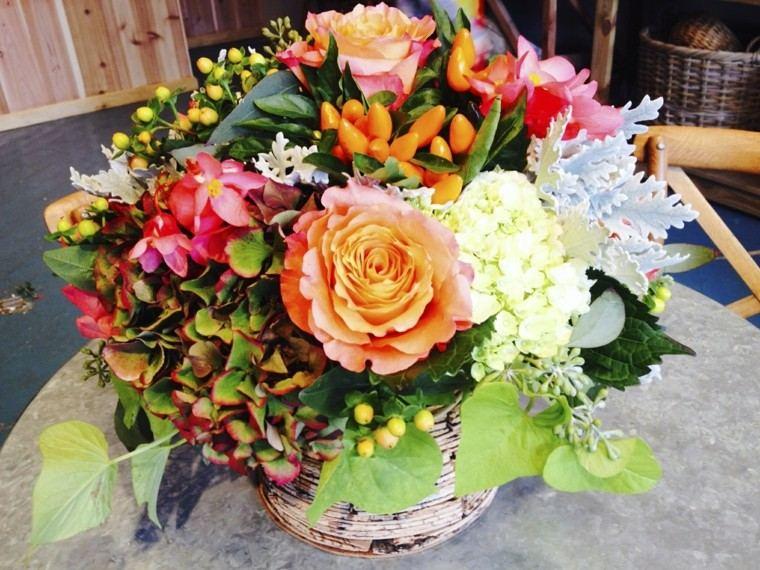 estupendo centro mesa flores colores