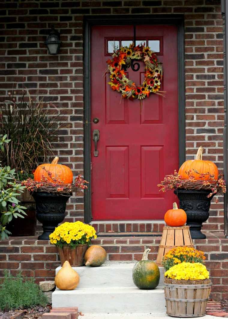 fachada casa puerta roja