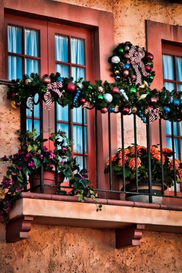 fachada roja adornos navidad