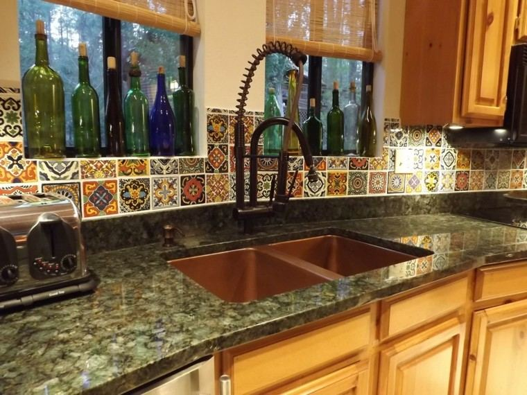 fregadero cobre cocina losas pared colores vibrantes ideas