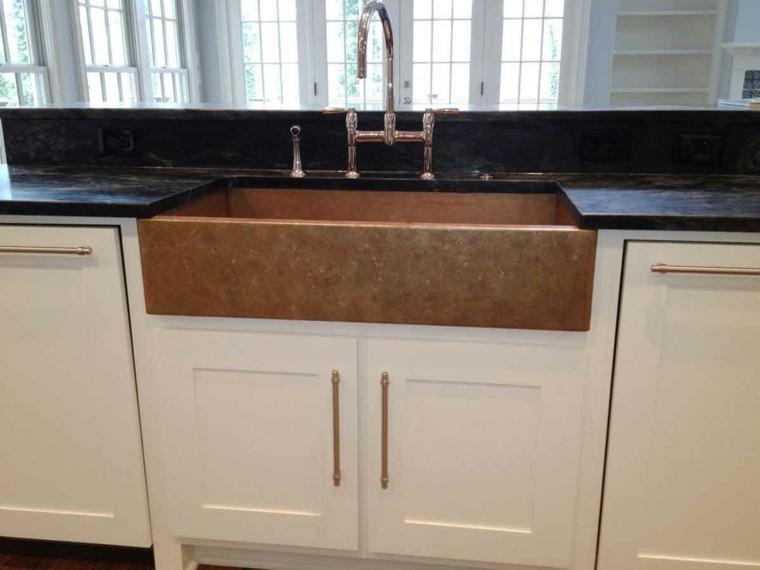 fregadero cobre cocina muebles blancos encimeras negras ideas