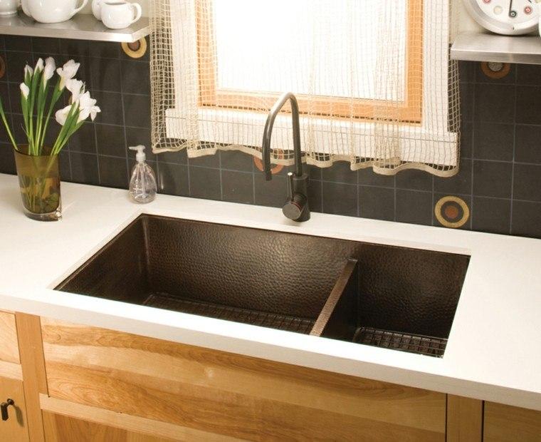 fregaderos cobre cocina pintado negro contraste encimeras blancas ideas