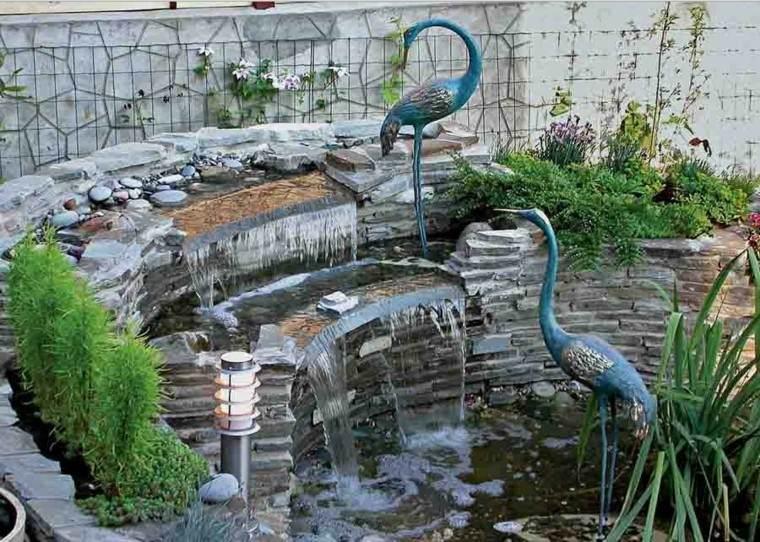 fuente cascadas estanque flamencos azules