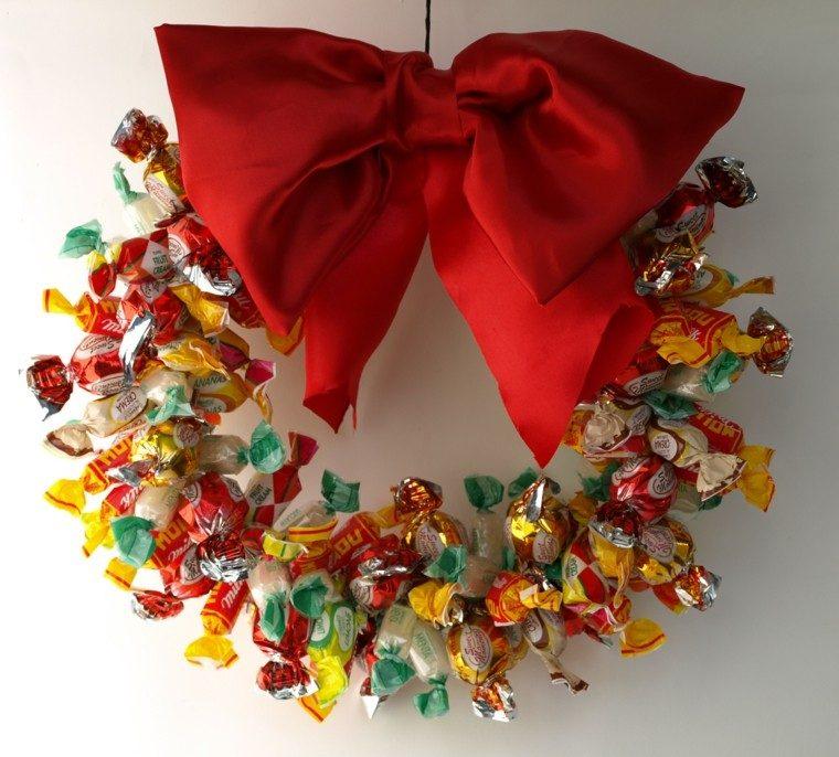 guirnalda navidad hecha caramelos lazo rojo ideas