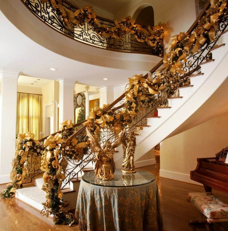 ideas para decorar escaleras dorado elegante mesa