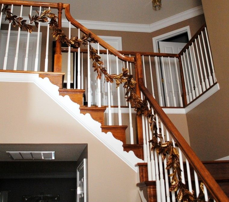 ideas para decorar escaleras hojas doradas hojas