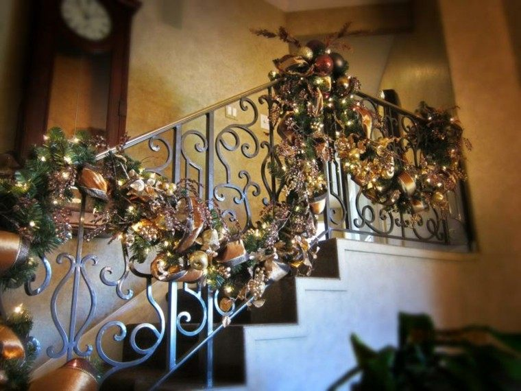 ideas para decorar escaleras navidad forja reja