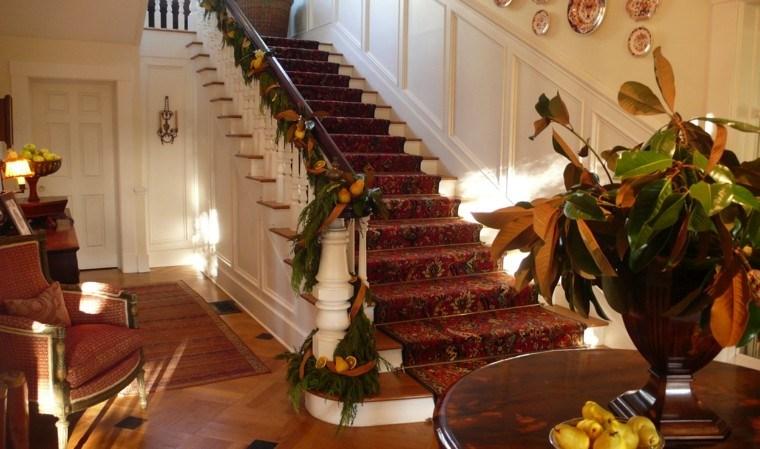 ideas para decorar escaleras navidad frutas alfombra