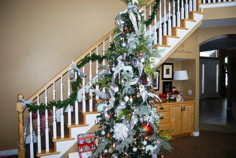 ideas para decorar escaleras navidad lampara madera