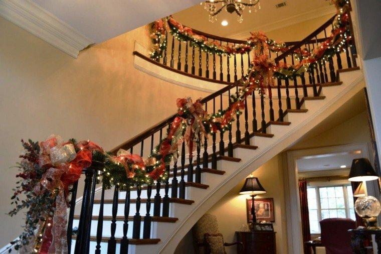 ideas para decorar escaleras navidad lazos luces
