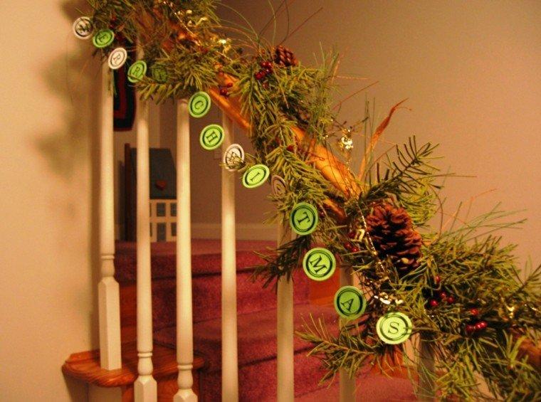 ideas para decorar escaleras navidad madera alfombra