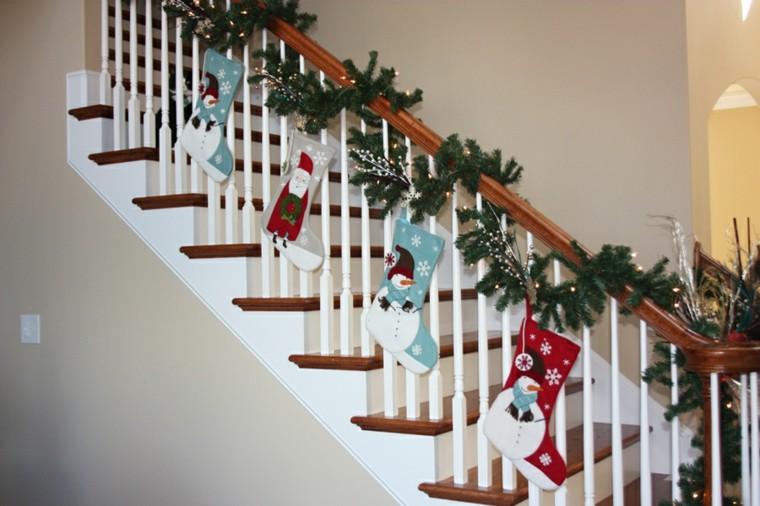 ideas para decorar escaleras navidad medias calcetines