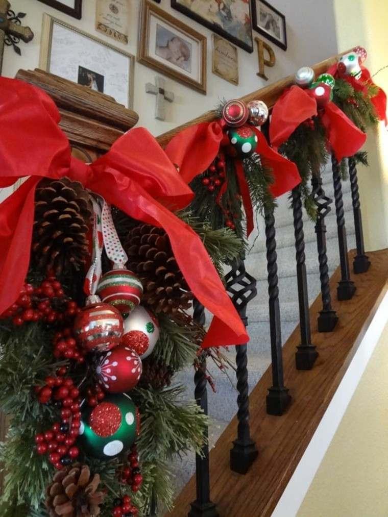 ideas para decorar escaleras navidad rojo conos