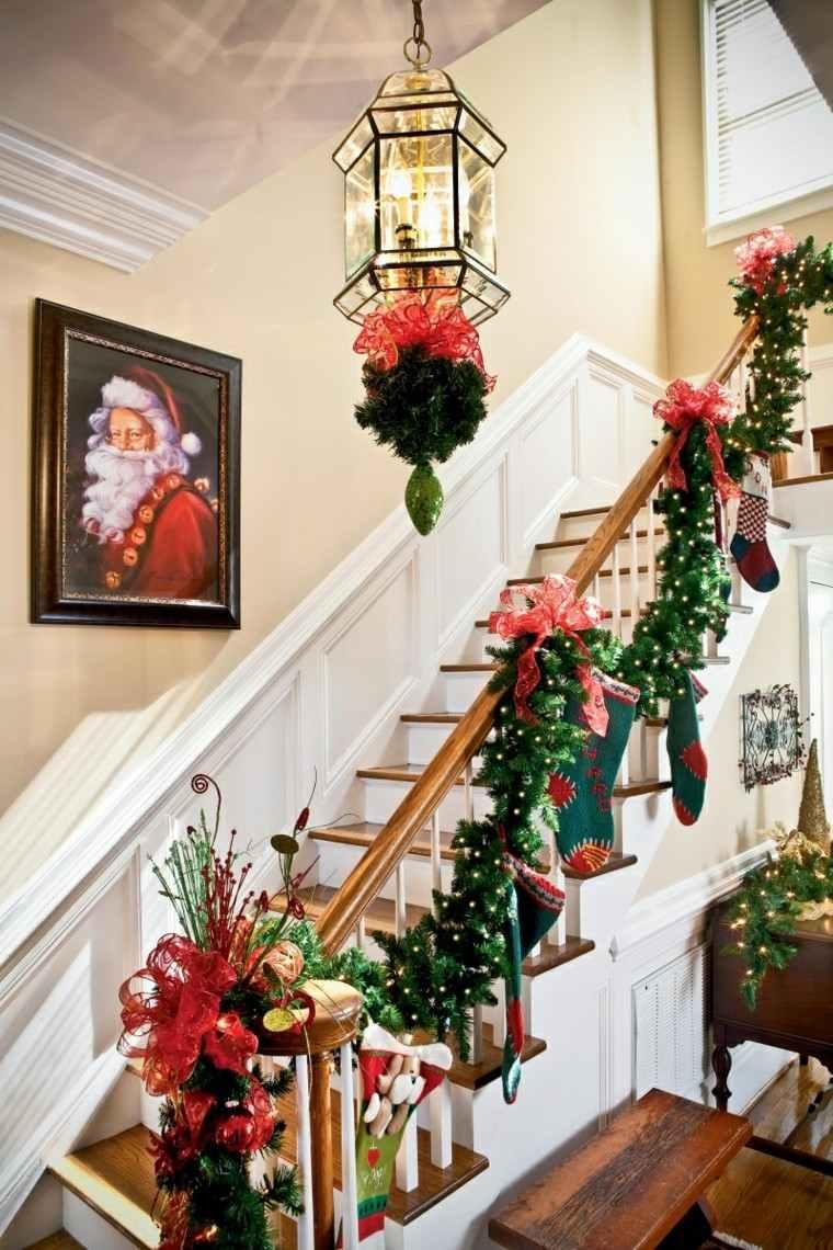 ideas para decorar escaleras navidad santa cuadro
