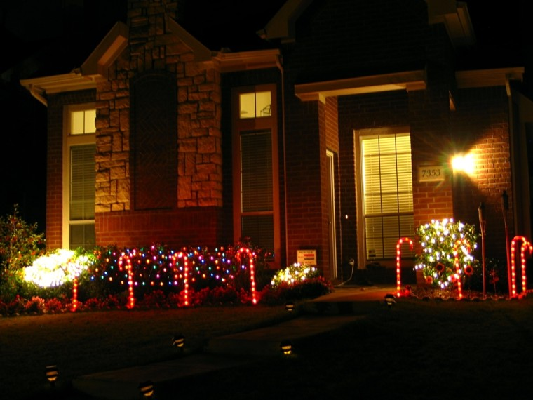 iluminacion exterior decoracion navidad luces color rojo ideas