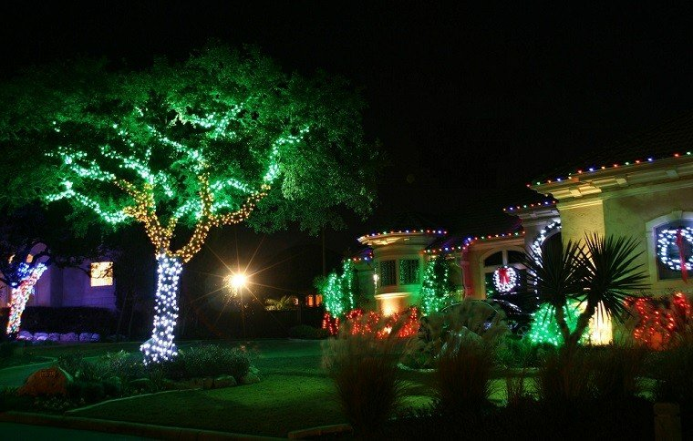 Iluminacion exterior decoracion navide a con luces for Luces exterior jardin