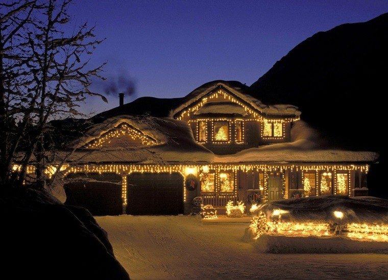 iluminacion exterior decoracion-navideña luces jardin delantero amplio ideas