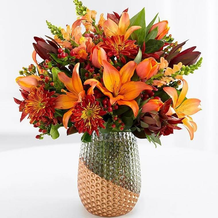 Centros de flores bonitos y ramos naturales para el otoño