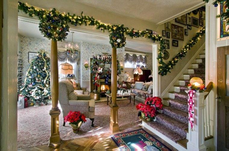 Luces de navidad ideas fabulosas que iluminar n tu hogar for Escaleras de adorno