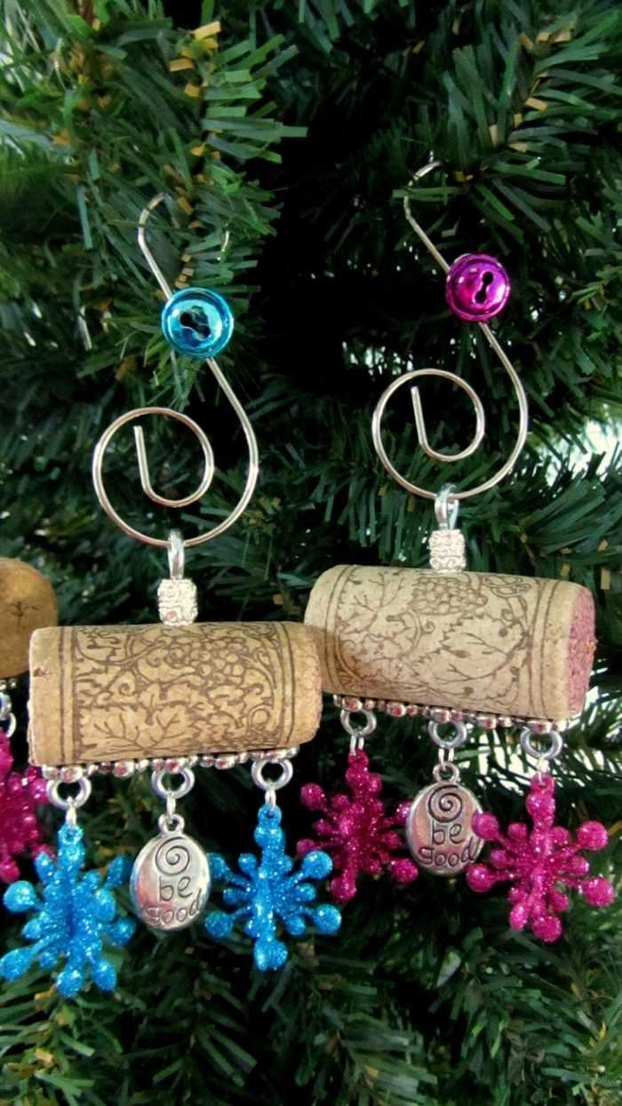 Manualidades navidad original con adornos de corcho for Decoraciones navidenas faciles de hacer
