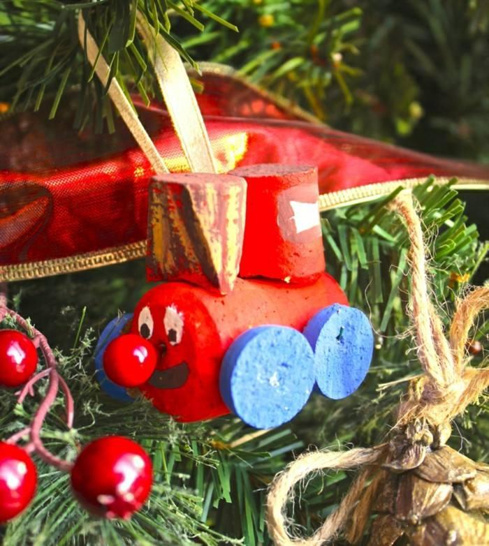 Manualidades navidad original con adornos de corcho - Adornos navidenos ninos ...