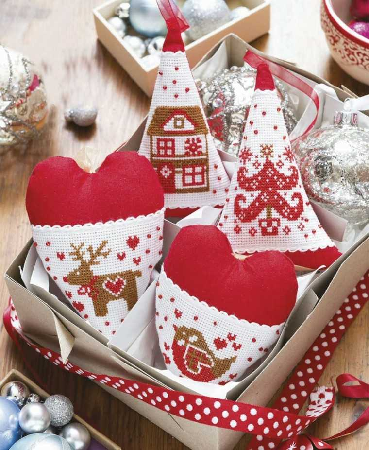 manualidades navidad ideas corazones decorativos bordados