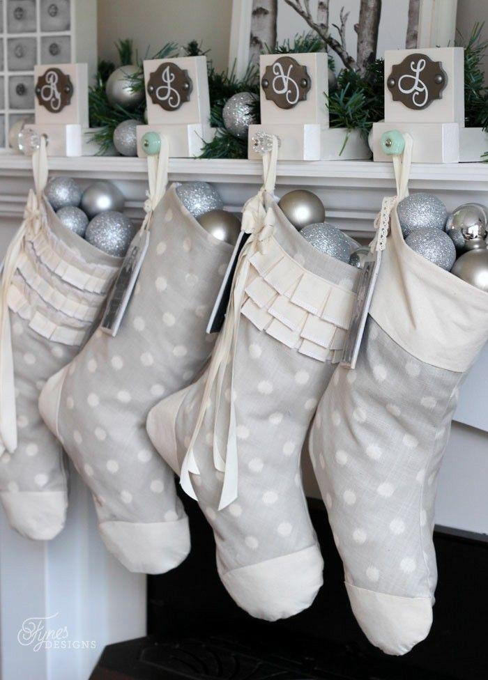 calcetines grises bolas plata