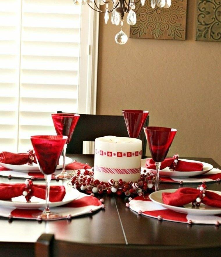 mesa navidad decorada copas rojas
