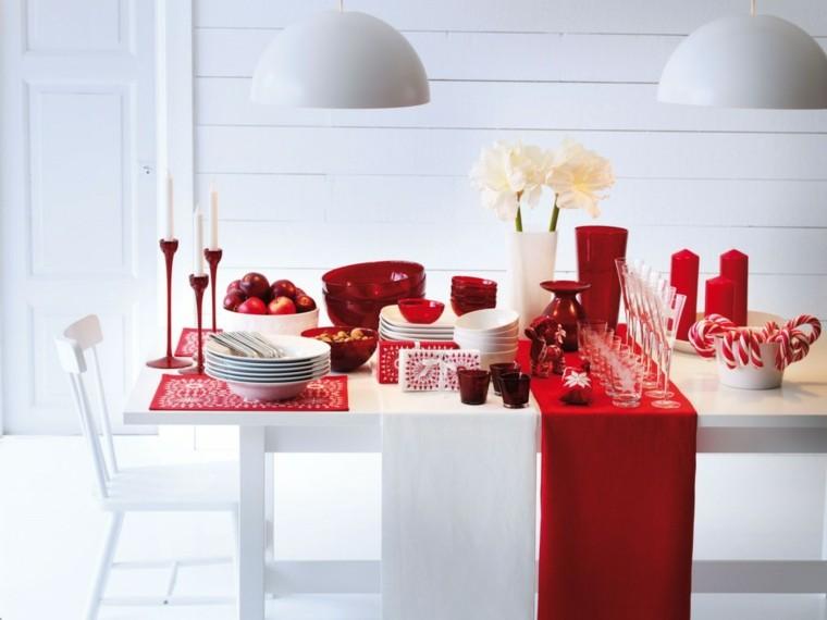 mesa blanca adornos navideños rojos