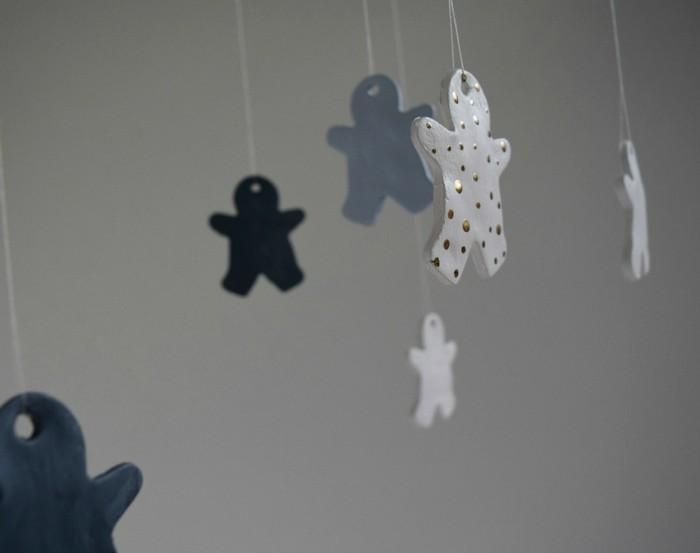muñecos colgantes adornos grises negros