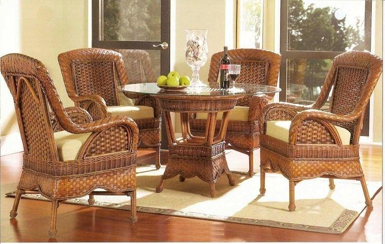 Muebles mimbre dentro y fuera de la casa moderna -