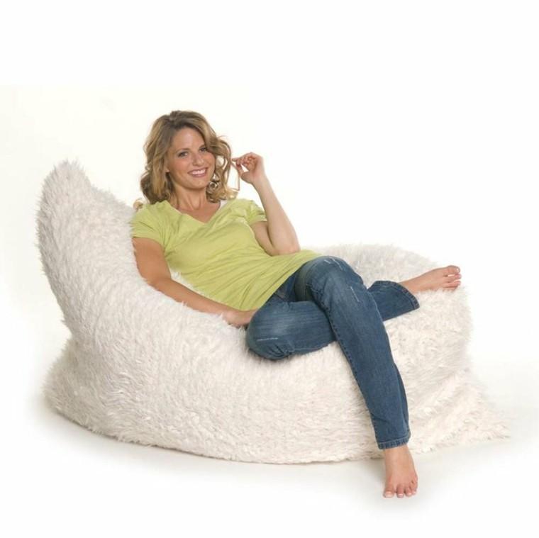 mujer comodo espacio blanco descanso