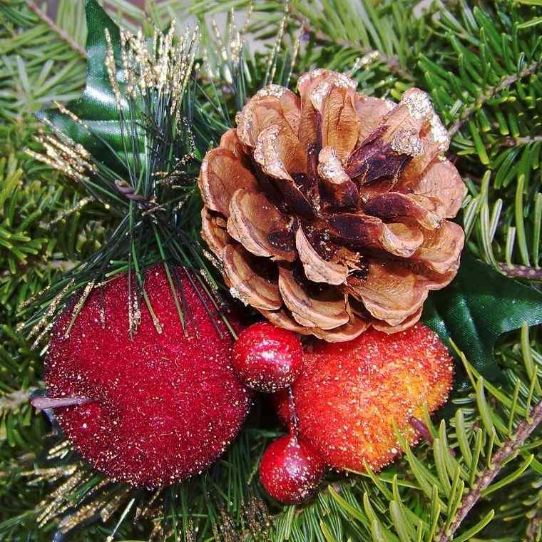 natural decoracion invierno pinas manzanas colgando arbol ideas