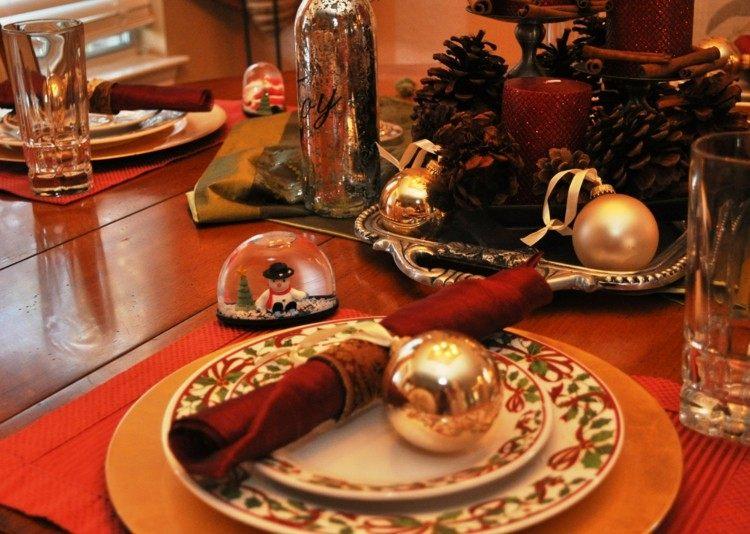 nieve muñecos mesa servilleta rojo