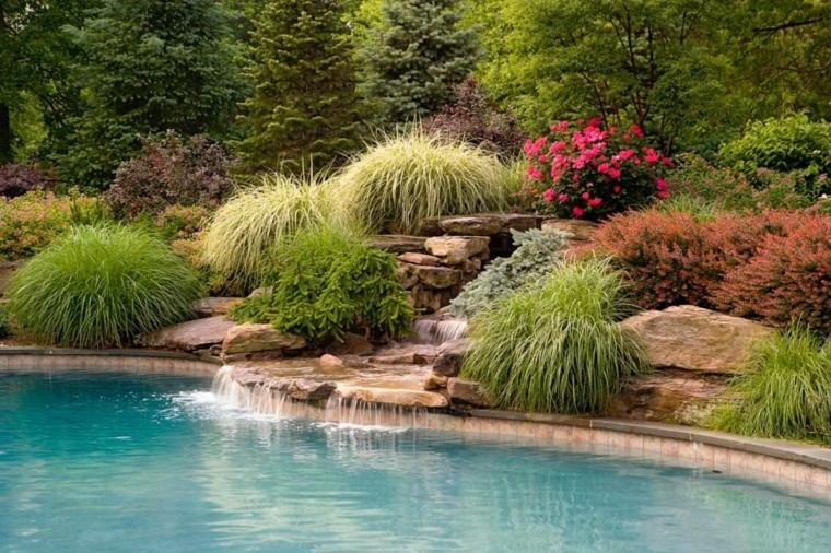 piscina jardin fuente cascada plantas