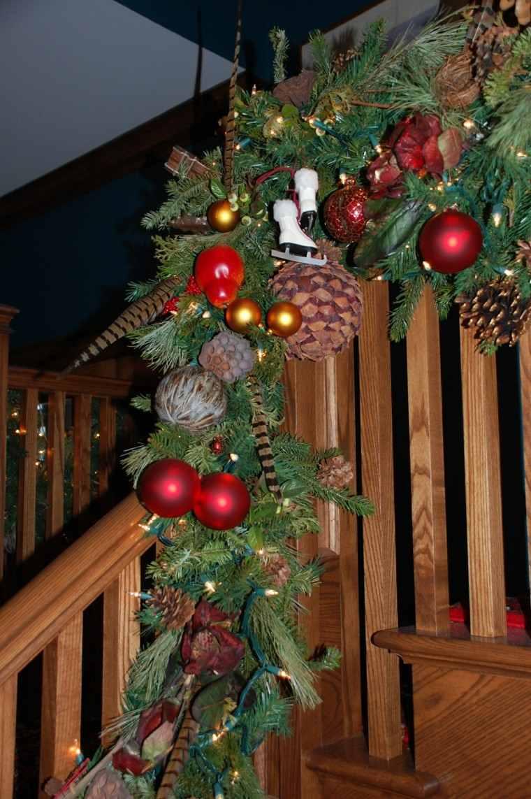Ideas para decorar escaleras 75 propuestas para navidad for Decoracion navidad