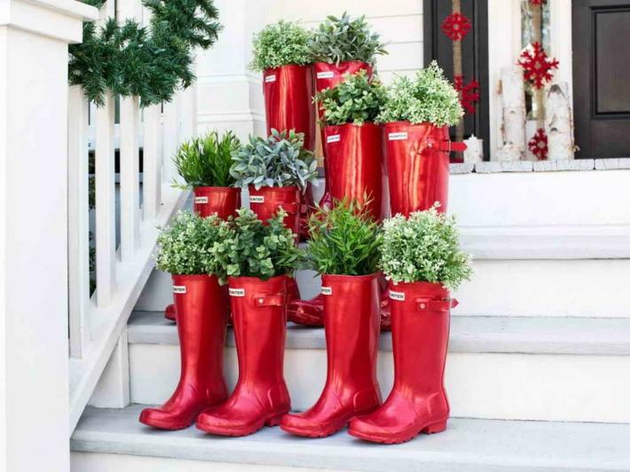porche entrada botas rojas plantas