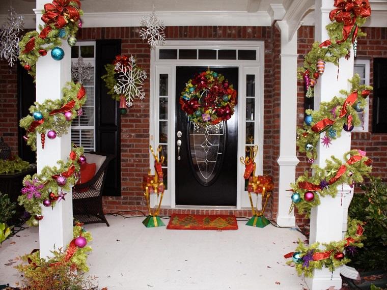 porche puerta de entrada decoracion navidena macetas colores ideas