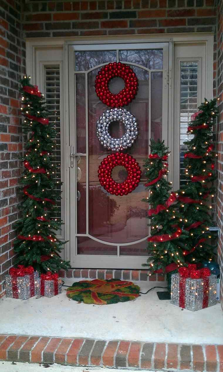 porche puerta de entrada ideas decoracion navidena guirnalda roja moderna