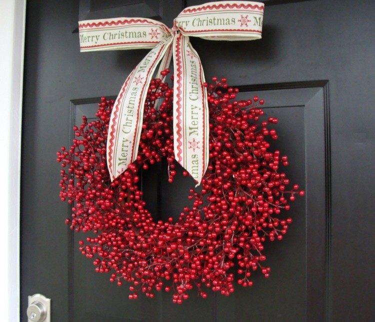 arandanos rojos puerta oscura decorado negro cintas