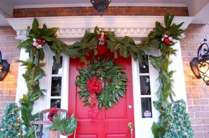 puerta entrada roja hojas magnolio