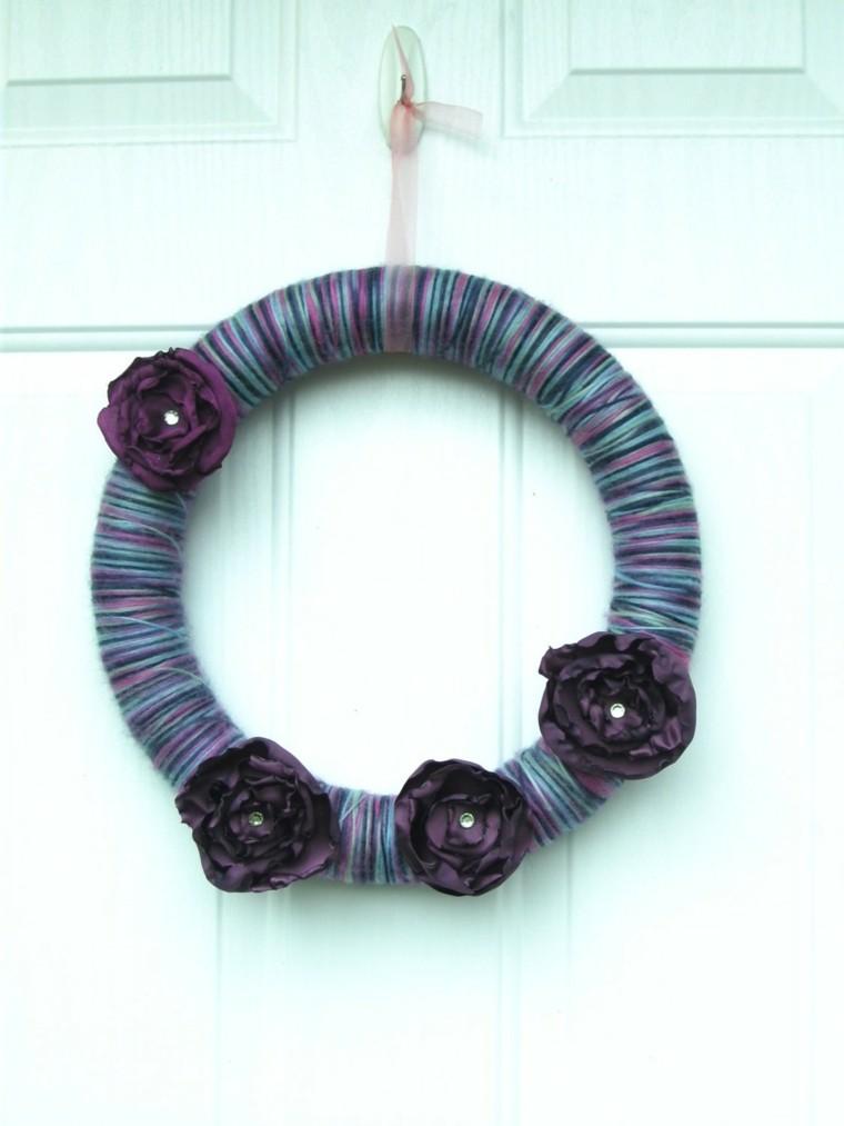 puertas de entrada decoradas guirnaldas lana bonito purpura ideas
