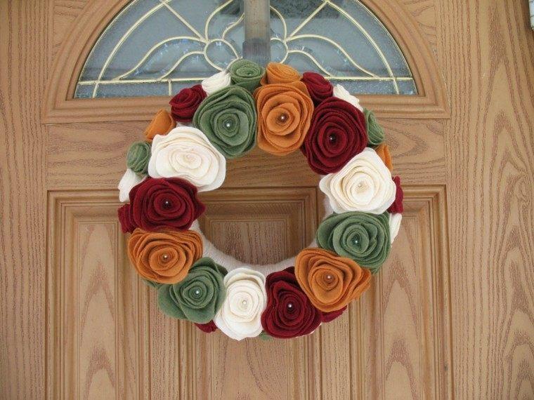 puertas de entrada decoradas guirnaldas lana flores colores otono ideas