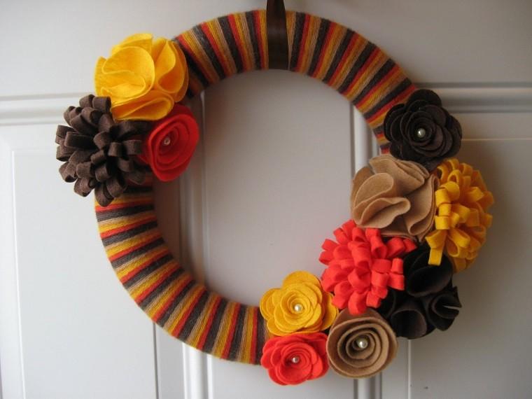 puertas de entrada decoradas guirnaldas lana flores colores ideas