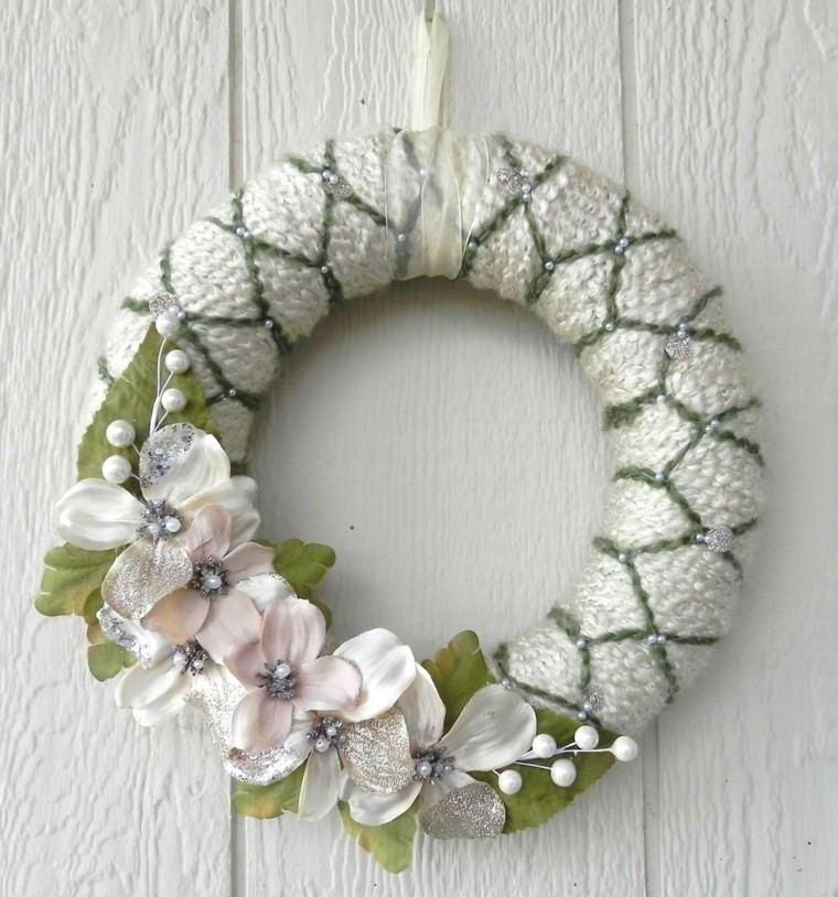 puertas de entrada decoradas guirnaldas lana flores falsas ideas