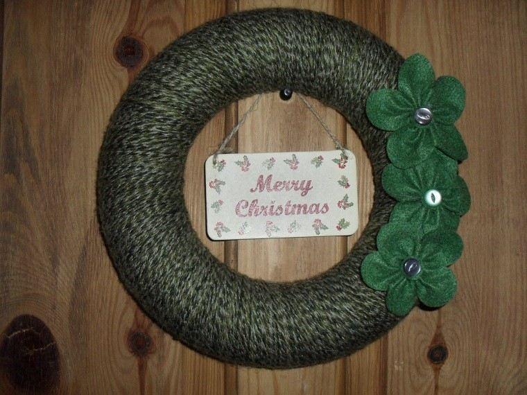 puertas entrada decoradas guirnaldas lana verde oscuro ideas