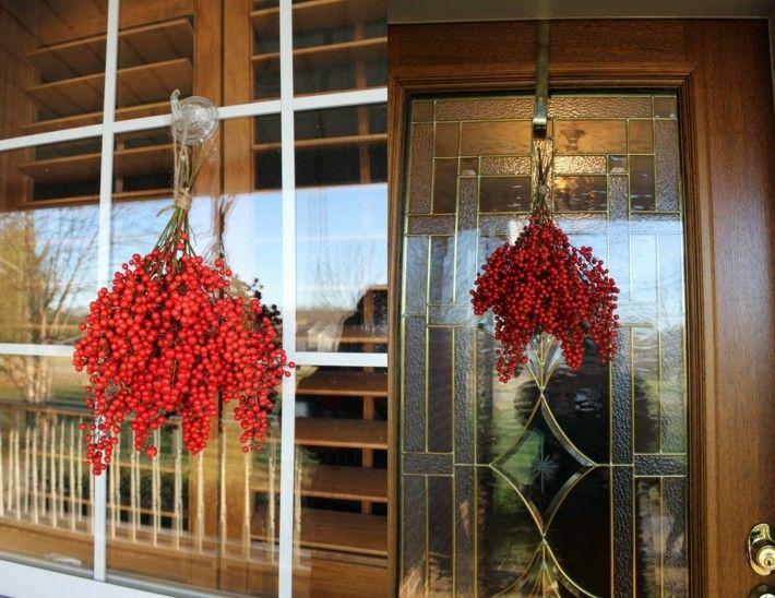 decoración ramas bayas rojas colgantes