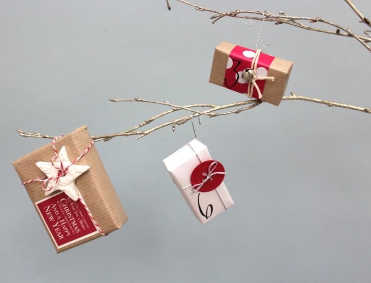 ramitas doradas regalos navidad colgados